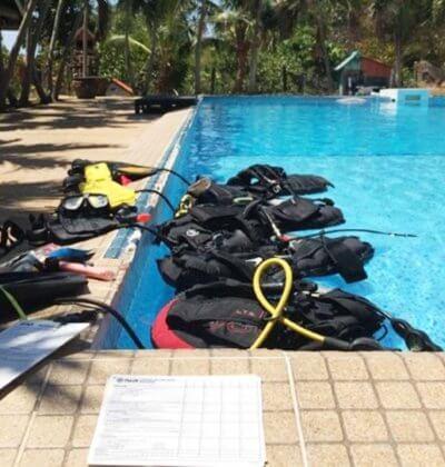 Confined Water Training PADI IDC Aussie Diver