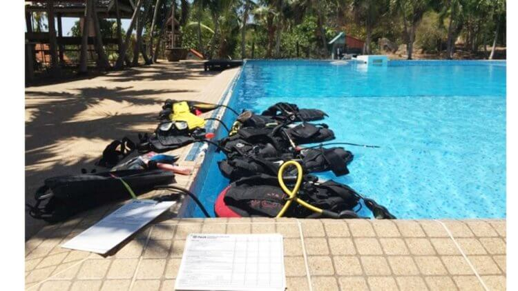 Confined Water Training PADI IDC Aussie Diver