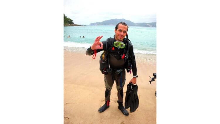 Thomas Beach PADI Divemaster Aussie Divers