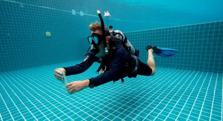 PADI Instructor Martin Confined Water Aussie Divers